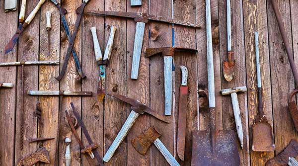 ferramentas jardinagem enferrujadas